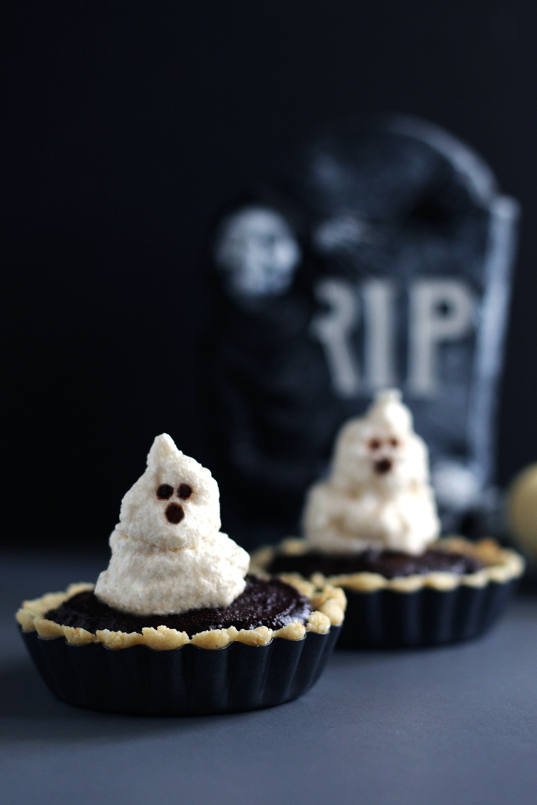 halooween ghost meringue